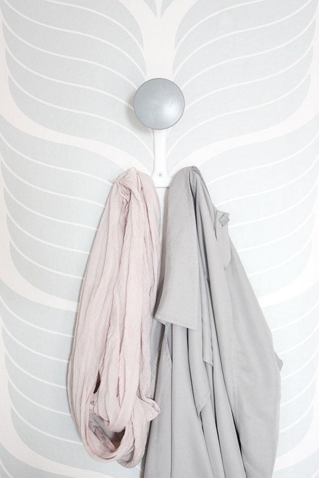 Unser Flur in Patellfarben: Mini-Garderobe