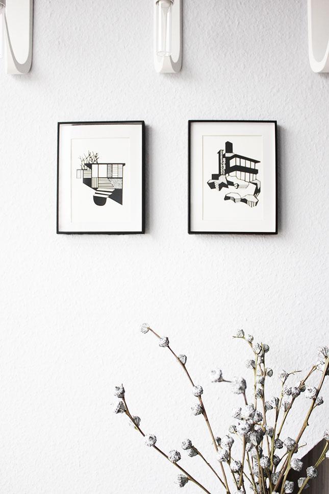 Grafiken von Kristina Dam im Wohnzimmer