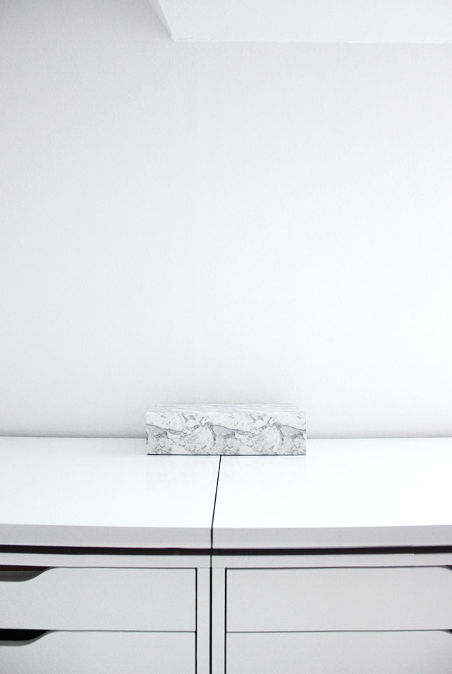H&Ms marmorierte Box im neuen Arbeitszimmer.
