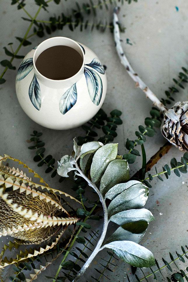 Blue-leaves-vase