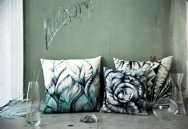 Green-leaves-pillow,-Botanical-Blue-pillow,-Grey-palm-Pillow