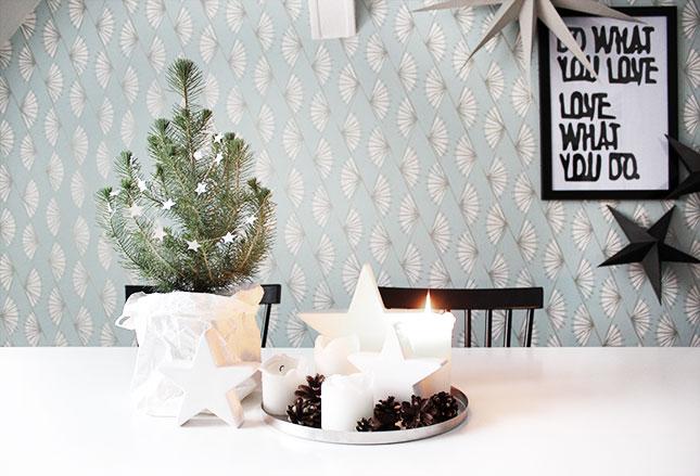 Adventskranz mit Weihnachtsbäumchen