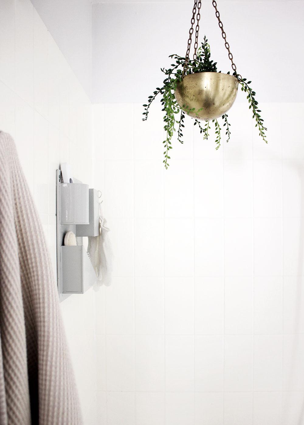 badezimmer-deko-blumenampel