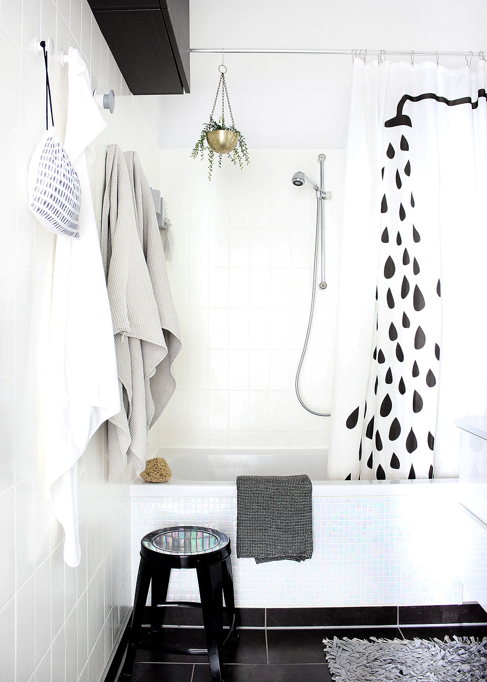 badezimmer-schwarz-weiß-pastell-2