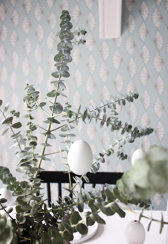 """Mein skandinavisch-schlichter Ostertisch mit Service """"Life Revival"""" von Friesland und Eukalyptus"""