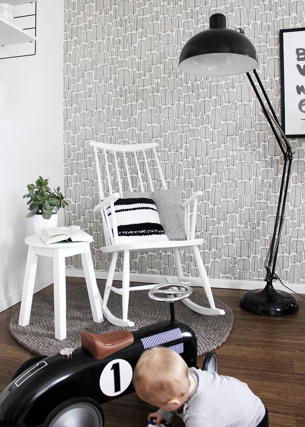Mein Schaukelstuhl in frischem weiß nach dem Aufmöbel-Workshop bei der Wohnwerkstatt Stukenbrock