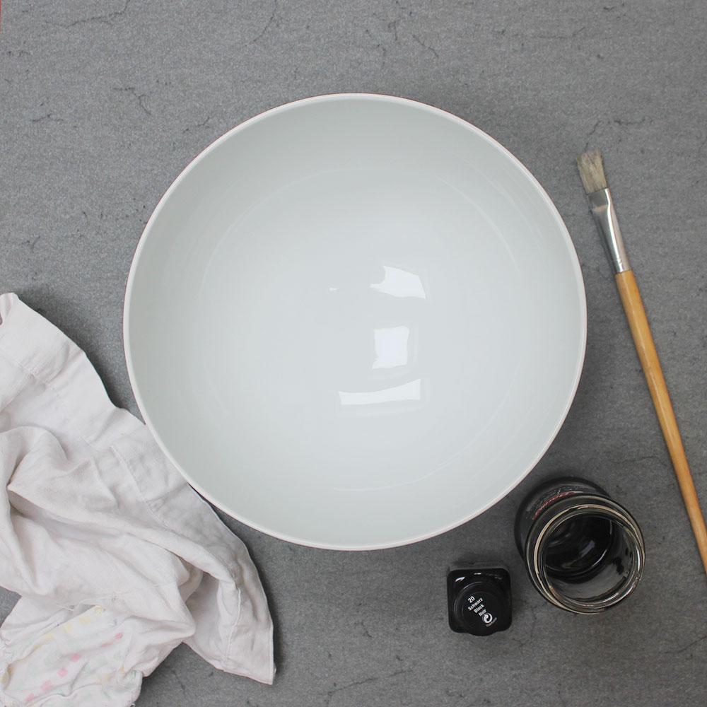 Ein cooles, trendiges und einfaches DIY: Sprenkelschale und -blumentopf.