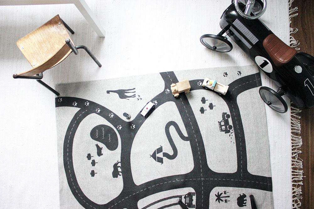 Spielteppich von H&M.