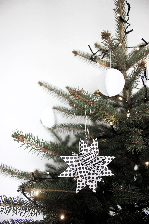 unser weihnachtsbaum in schwarz wei meine liebsten x mas diys und mehr oh what a room. Black Bedroom Furniture Sets. Home Design Ideas