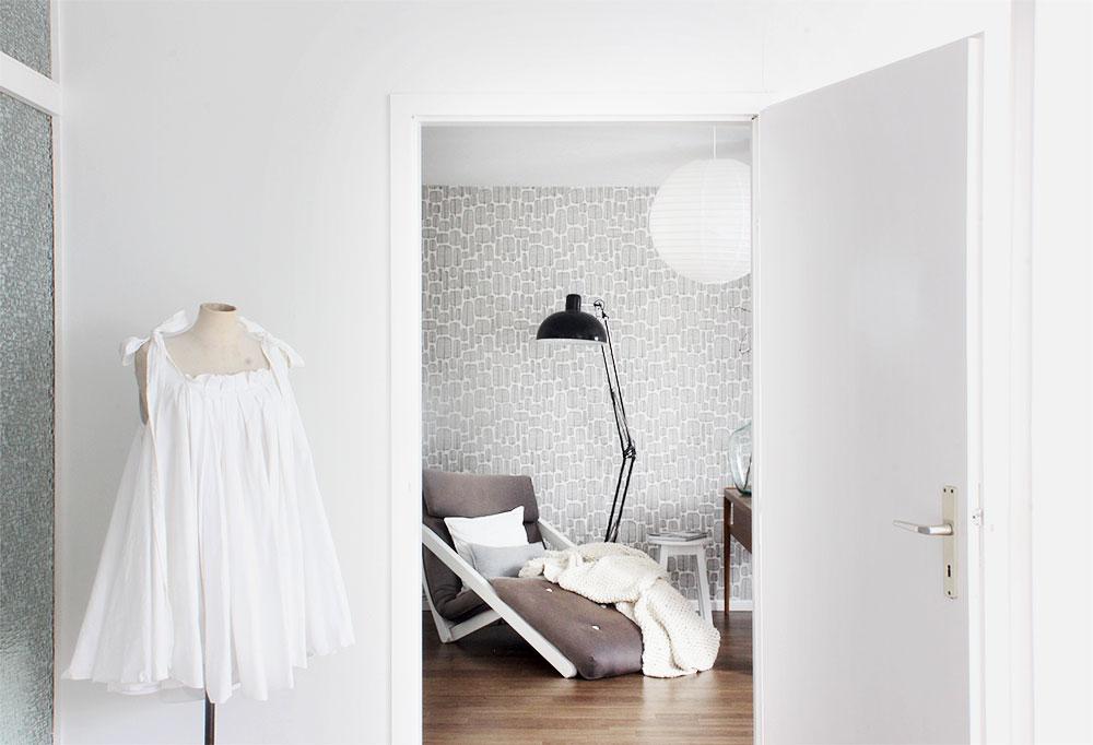 Schneiderpuppe mit weißen Kleid