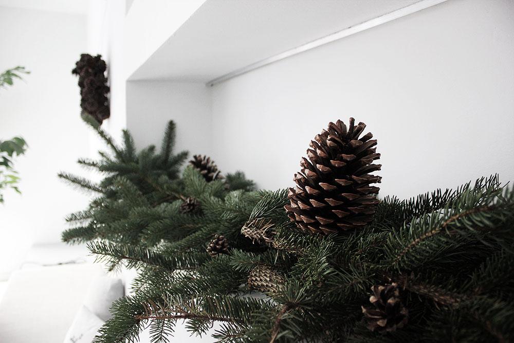 Meine minimalistische, natürliche Weihnachtsdekoration in unserem Waldhaus