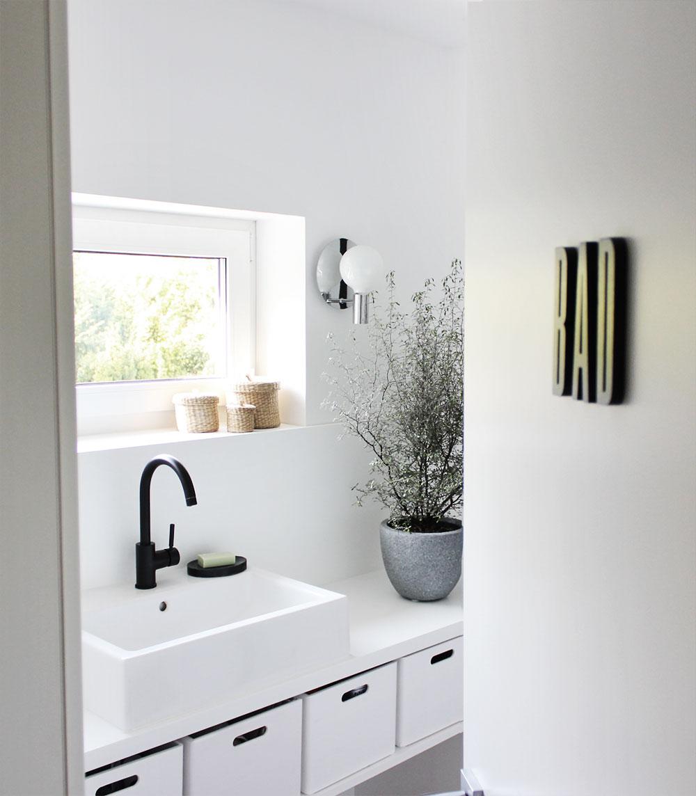 Eine Tour durch unsere Badezimmer – mit meinen geliebten schwarzen