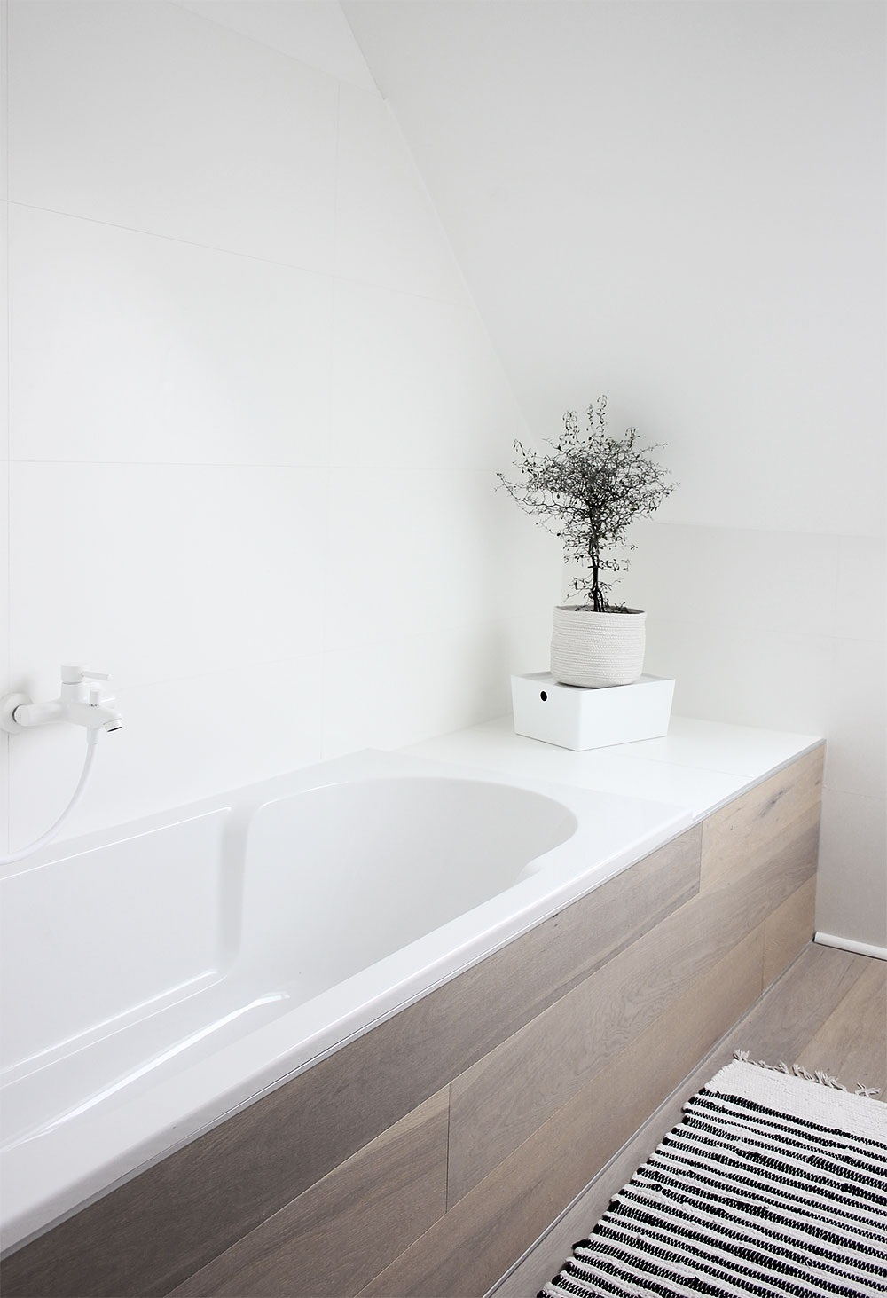 Eine Tour Durch Unsere Badezimmer Mit Meinen Geliebten Schwarzen Weissen Armaturen Oh What A Room