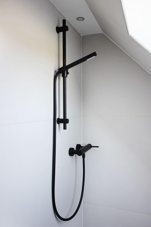 Eine tour durch unsere badezimmer mit meinen geliebten schwarzen wei en armaturen oh what - Schwarze armaturen ...