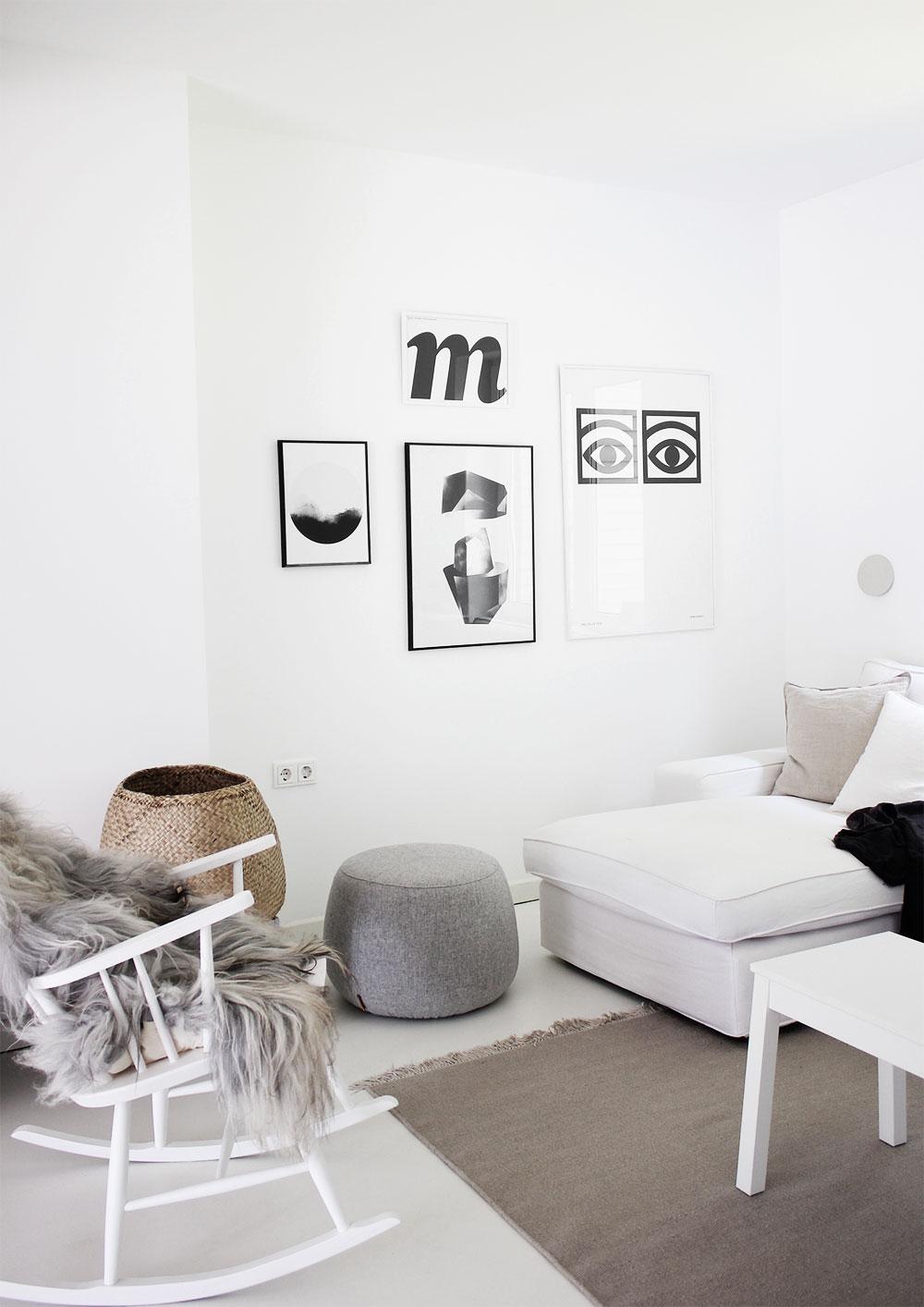 Hier Ist Unsere Sofaecke. Wir Haben Nach Wie Vor Unser Weißes Ikea KIVIK  Sofa. Der Bezug Kostet Mich Ehrlich Gesagt Schon Einige Nerven, Weil Es Mit  Zwei ...