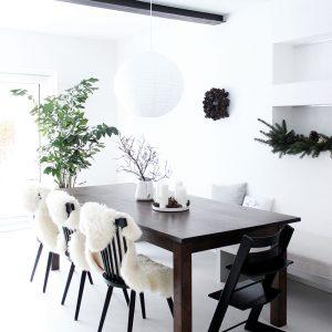 Unser wunderbarer Esstisch: ein Altholztisch aus Ahrensburg