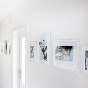 """Tipps für eine moderne und """"straighte"""" Familiengalerie und ein hübsches Fotobuch"""