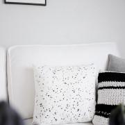 DIY: coole, frühlingsfrische Kissen im Sprenkel-Look – dank Wachsmalkreide!